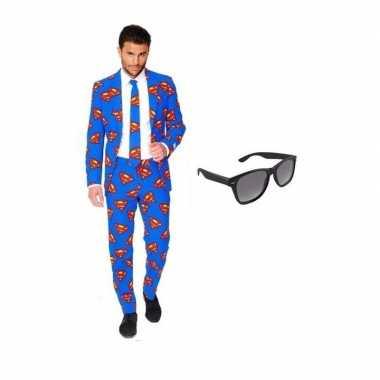 Heren kostuum met superman print maat 52 (xl) met gratis zonnebr