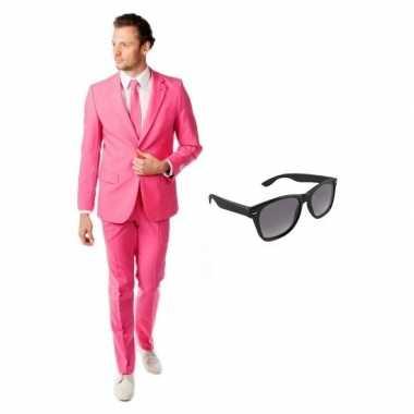 Roze heren kostuum maat 54 (2xl) met gratis zonnebril